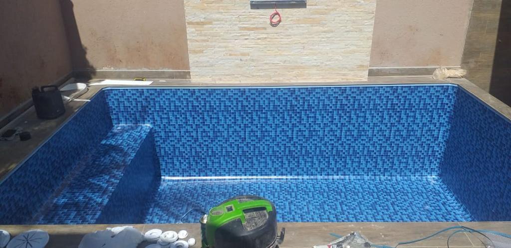 Piscina com Banco Condominio Haras Jardinopolis - Estampa Bahamas 0,8mm-6