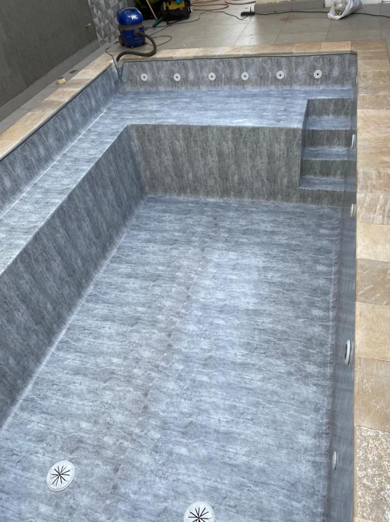 Piscina de Vinil com Banco e Degrau Jd. California - Estampa Marmore Carrara 0,7mm-7