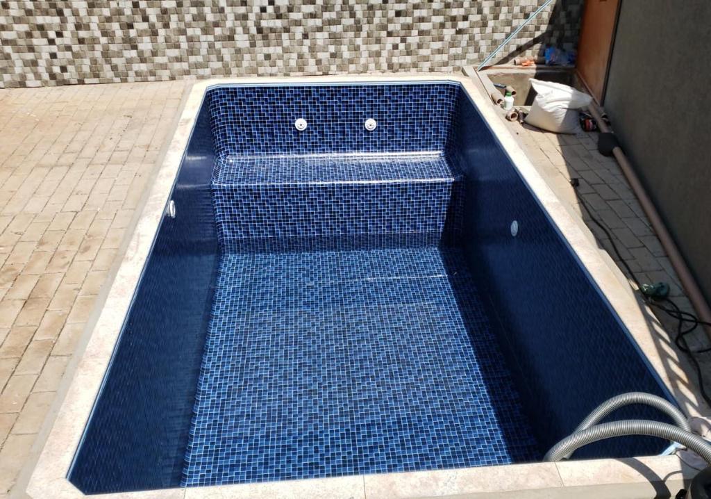 piscina-com-deck-molhado2-01